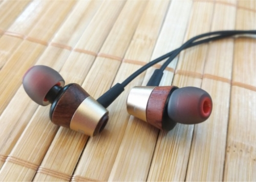 audbos-db-02-auriculares-3-720x359