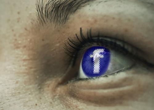 Un fallo en Facebook para iPhone activa tu cámara sin permiso