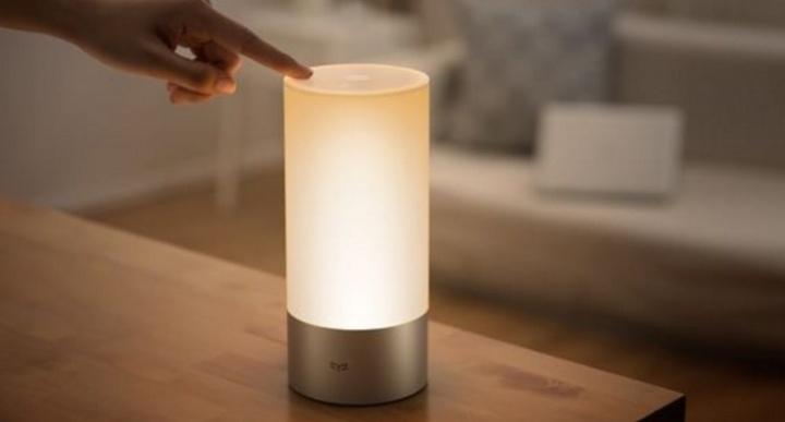 review-xiaomi-yeelight-bedside-lamp-domotica-141215