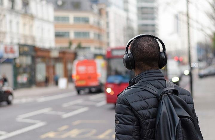 auriculares-ciudad-720x468