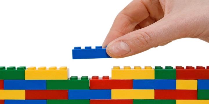 api-como-lego-1300x650