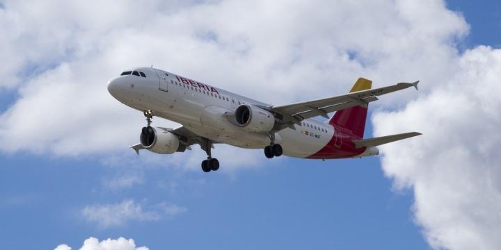 iberia-avion-1300x650