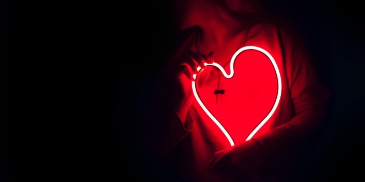 led-rojo-corazon-1300x650