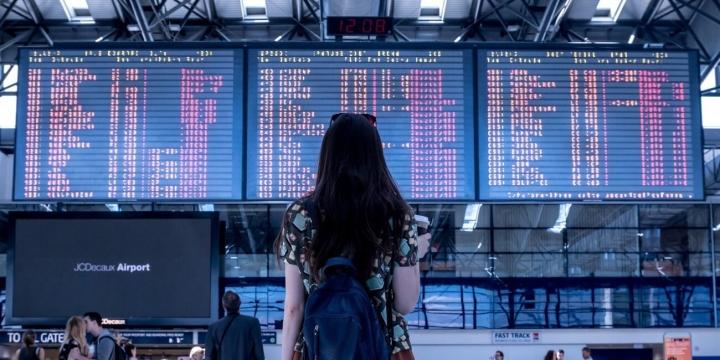 pantallas-aeropuerto-1300x650