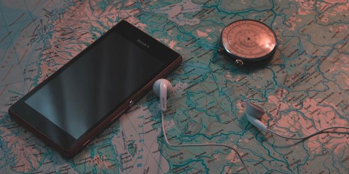 smartphone-brujula-1300x650