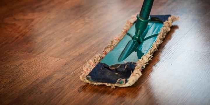 limpiar-suelo-madera-1300x650