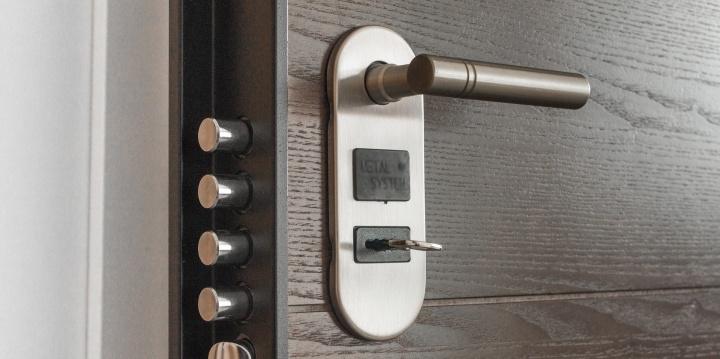 puerta-cerradura-720x359