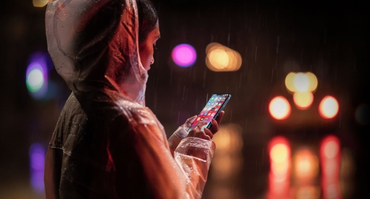 iphone-xr-lluvia-720x388