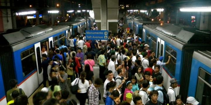 tren-metro-lleno-1300x650