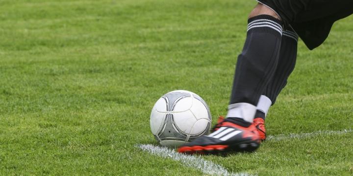 balon-futbolista-1300x650