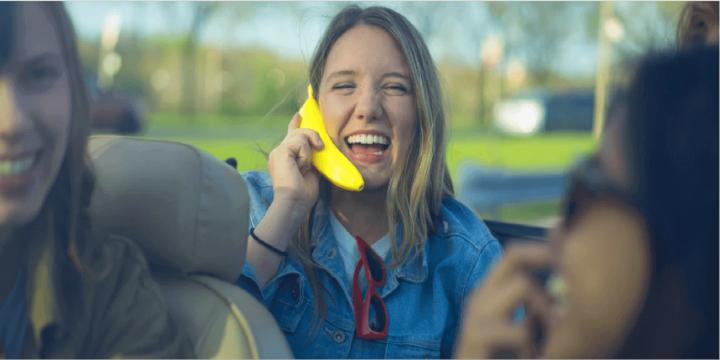banana-phone-chica-1300x650