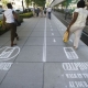 Pintan carriles peatonales para andar con el móvil en Washington