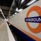 Un hombre es detenido en Londres por cargar su iPhone en el tren