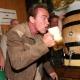 Los memes de Arnold Schwarzenegger se extienden por Facebook