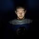 Un viral de WhatsApp advierte contra el uso del smartphone en la oscuridad