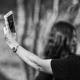 Un selfie tomado junto a una mujer atropellada genera polémica en las redes sociales